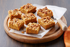 Gingerbread-Pumpkin Crumble Bars