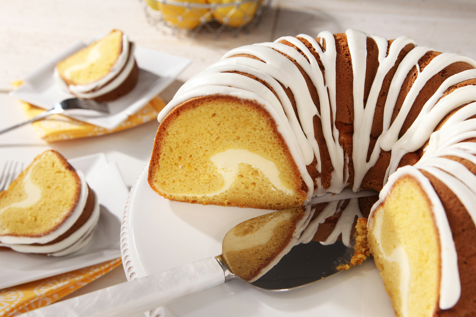 Lemon Cake with Cheesecake Tunnel