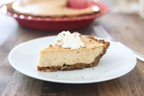 Gingerbread Cheesecake Pie