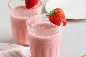 Simple Strawberry-Kiwi Smoothie