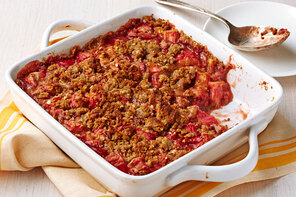 Strawberry-Rhubarb Crumble Pie