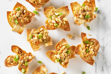 Pad Thai Chicken Wonton Cups