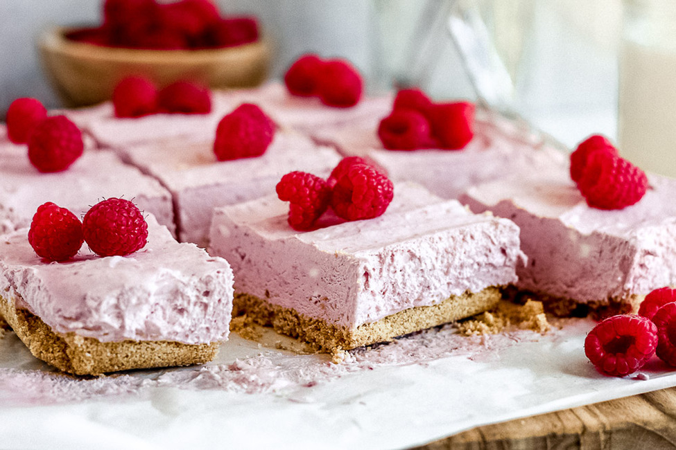 No-Bake Raspberry Cheesecake Bars