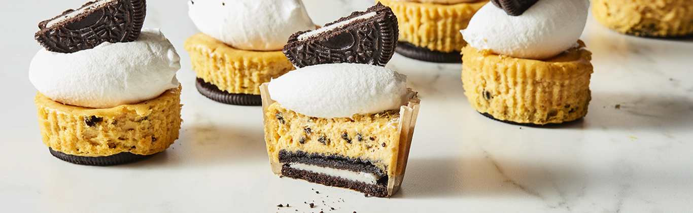 Pumpkin Cookies & Cream Mini Cheesecakes