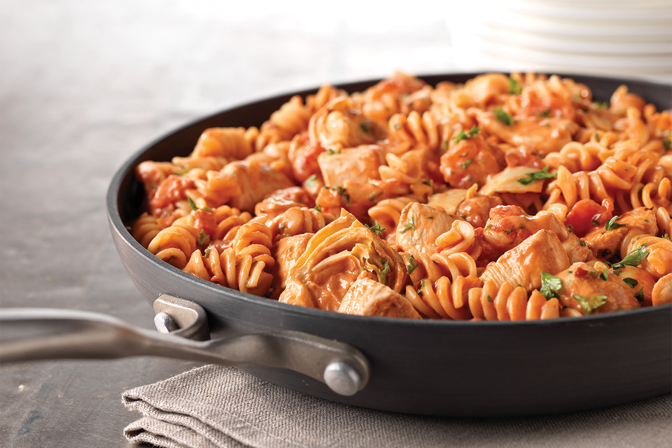 Rotini & Spicy Chicken in Tomato Sauce